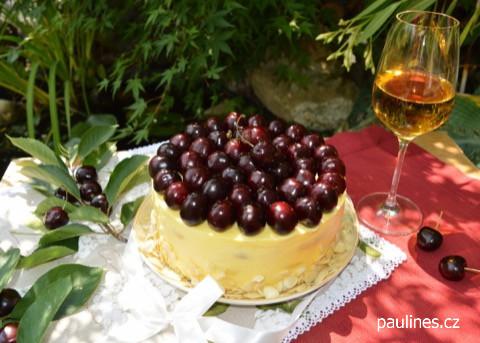 Rumový dort s třešněmi