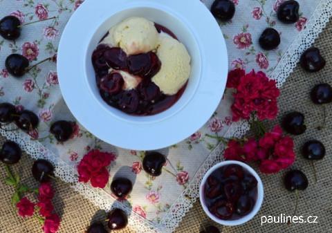 Višně s vanilkovou zmrzlinou