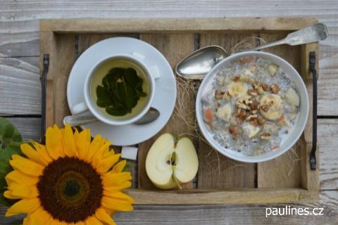 Snídaně zchia semínek, vloček a ovoce