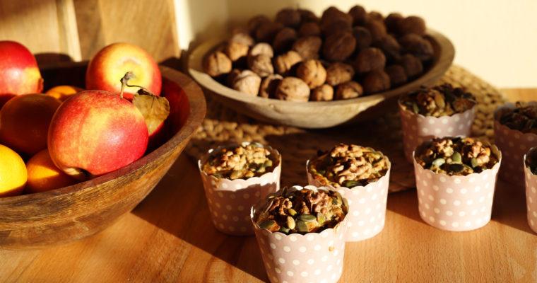Medový muffin s jablky a ořechy